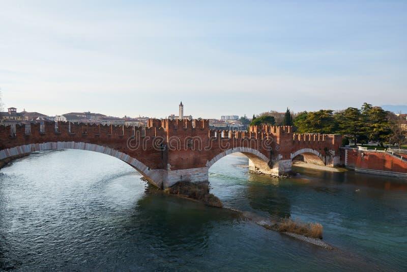 Castelvecchio-Brücke (Ponte Scaligero) stockbild