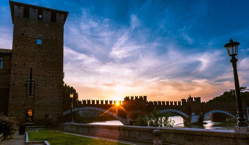 Download Castelvecchio En Verona, Italia Septentrional Foto de archivo - Imagen de clásico, fortaleza: 44853756