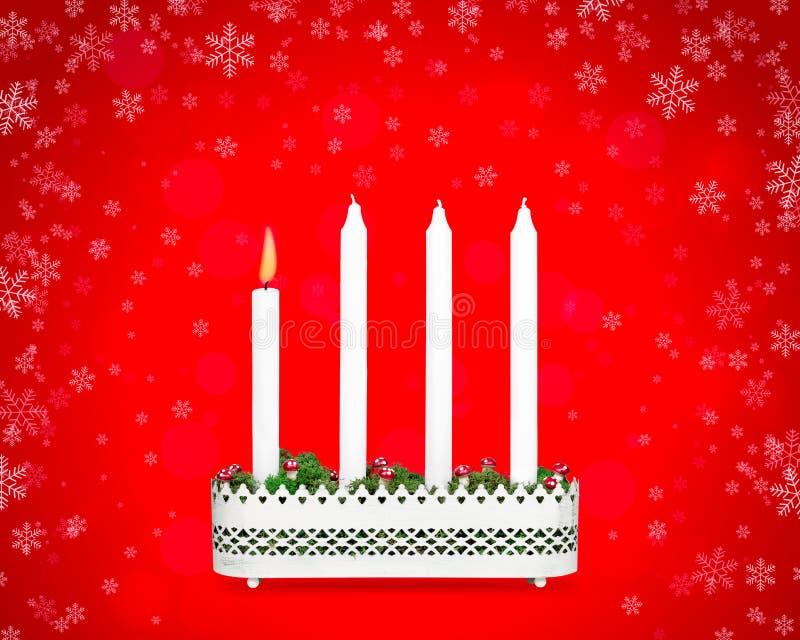 Castiçal do advento com uma vela ardente imagem de stock royalty free