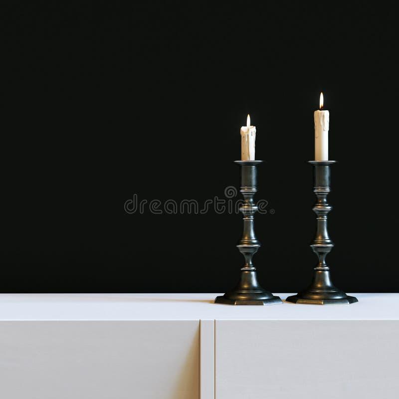 Castiçal do ferro do vintage com velas ardentes no interior preto ilustração royalty free