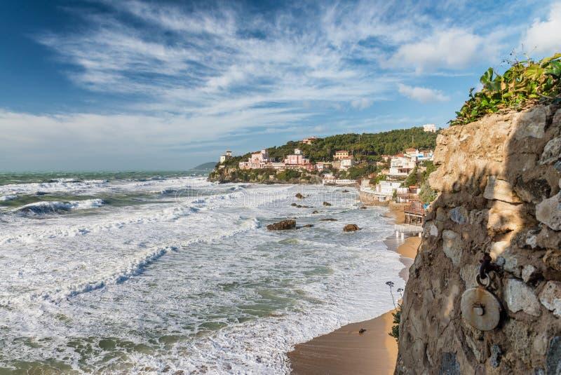 Castiglioncello, Toskana - Küstenansicht während eines Sturms lizenzfreies stockbild