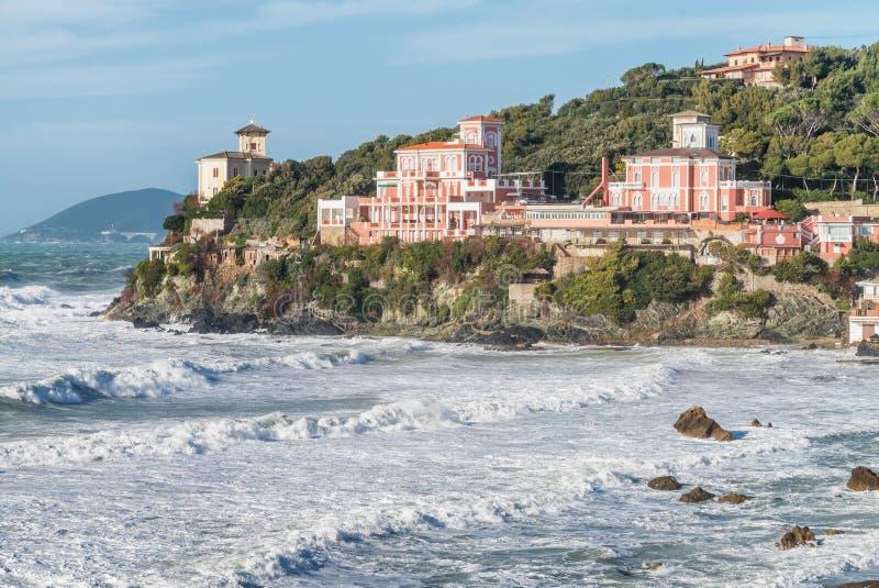 Castiglioncello, Toskana - Küstenansicht während eines Sturms stockfotografie
