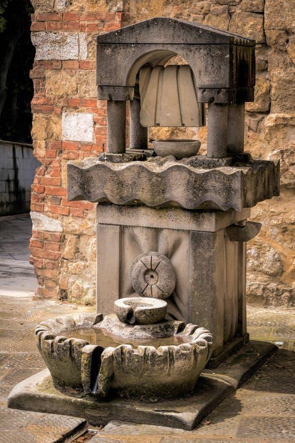 CASTIGLIONE DEL LAGO, TUSCANY/ITALY - MAJ 20: Dricksvatten fo royaltyfria bilder