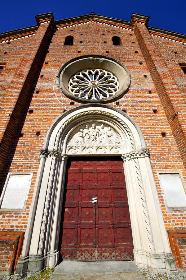 Castiglione Italia el campanario viejo de la iglesia de la terraza de la pared imagen de archivo libre de regalías