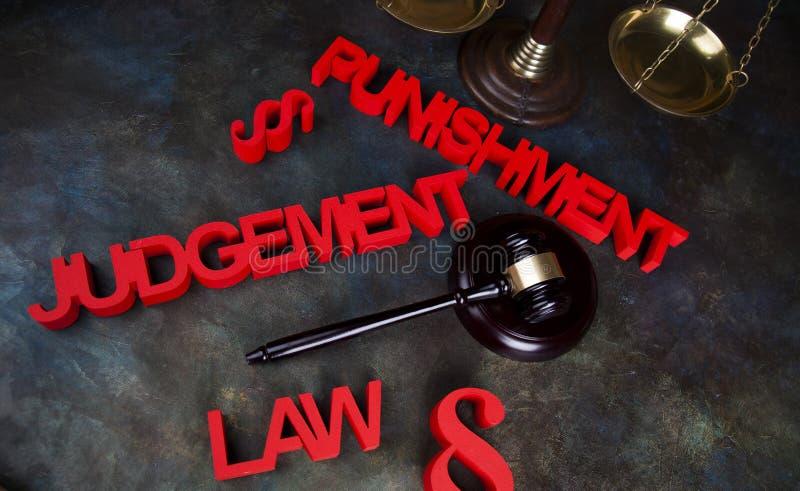 Castigo, concepto de la justicia, mazo de la corte, tema de la ley, mazo del ju imágenes de archivo libres de regalías