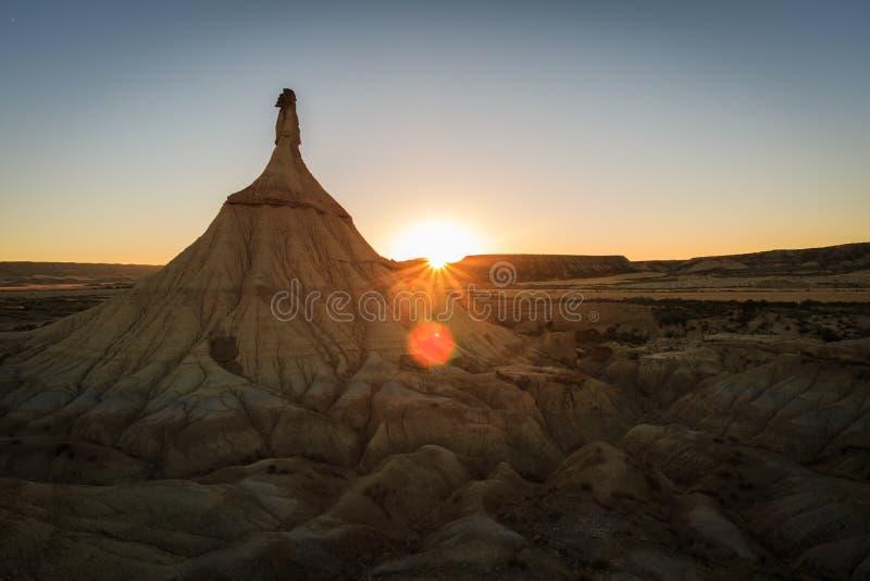 Castildetierra im Sonnenuntergang, Wüstenlandschaft in Bardenas Reales von Navarra stockbild