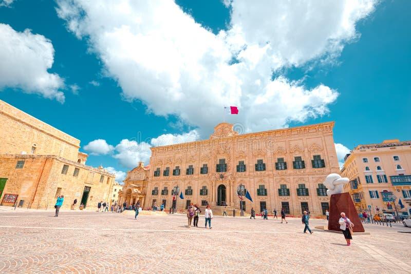 Castille придает квадратную форму, один из центра квадратов жизни и дело, Валлетта, Мальта стоковое фото rf