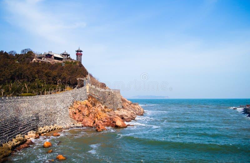 Castillo antiguo en la playa imagen de archivo libre de regalías