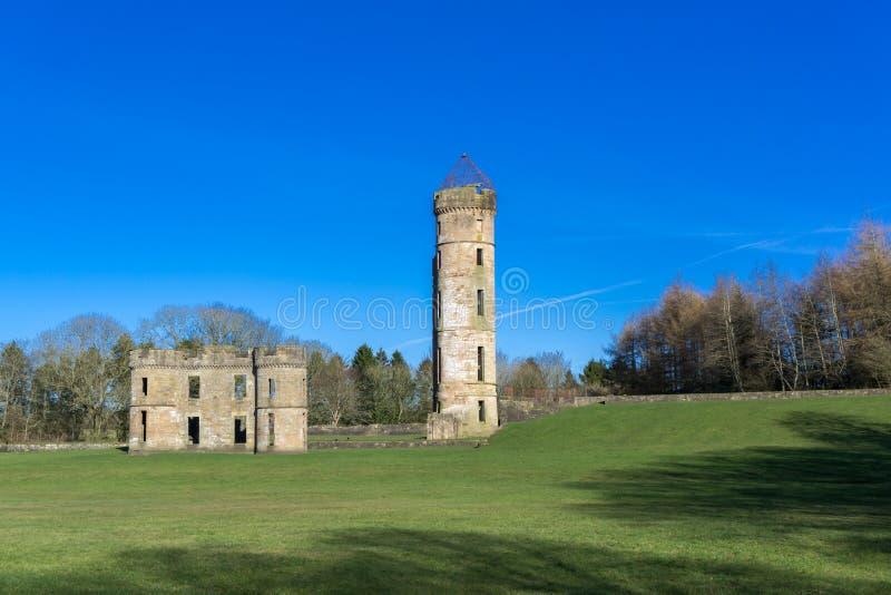 Castillo antiguo Escocia de Eglinton de las ruinas imagenes de archivo