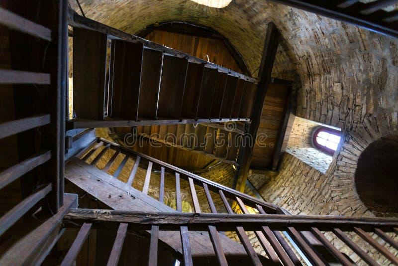 Castillo Bielefeld Alemania de Sparrenburg dentro de la escalera de la torre fotos de archivo