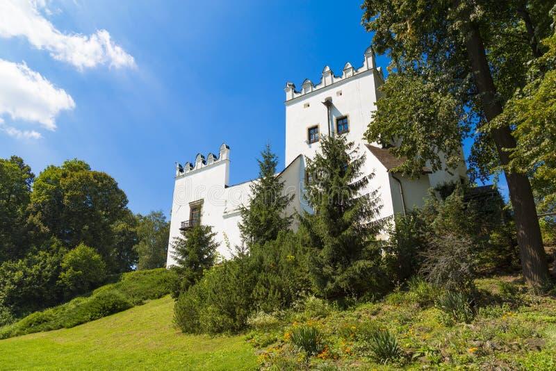 Castillo blanco E Strazky eslovaquia foto de archivo libre de regalías