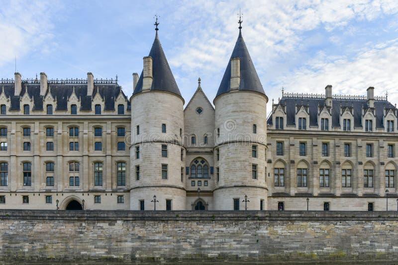 Castillo Conciergerie - París, Francia fotografía de archivo libre de regalías