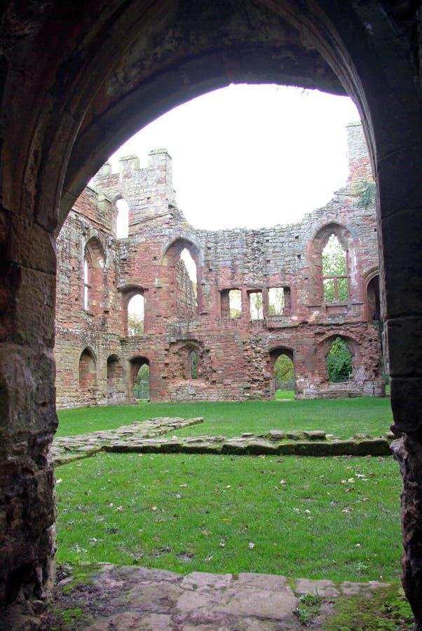 Castillo de Acton Burnell a través del umbral. foto de archivo libre de regalías