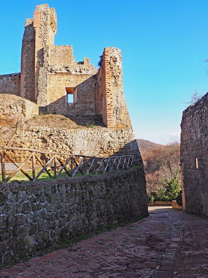 Castillo de Aldobrandeschi de Sovana en Toscana, Italia fotos de archivo libres de regalías