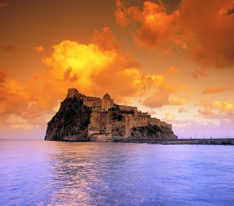 Castillo de Aragon imagenes de archivo