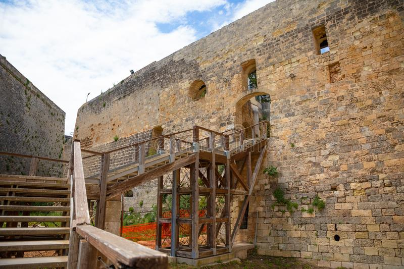 Castillo de Aragonese de Otranto en la parte del sur de Italia imagen de archivo