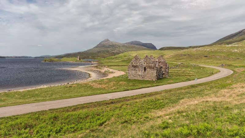 Castillo de Ardvreck en las orillas del lago Assynt, Sutherland fotos de archivo libres de regalías
