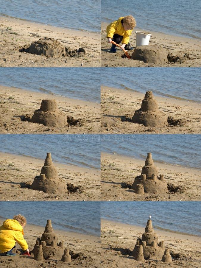 Castillo de arena del edificio del niño foto de archivo