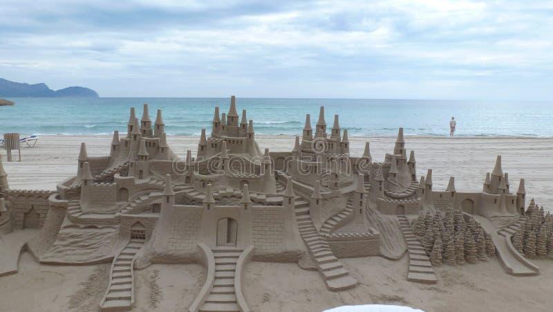 Castillo de arena gigante imágenes de archivo libres de regalías