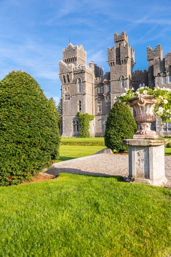 Castillo de Ashford Un castillo medieval construido en 1228 Mayo, Irlanda imagen de archivo libre de regalías
