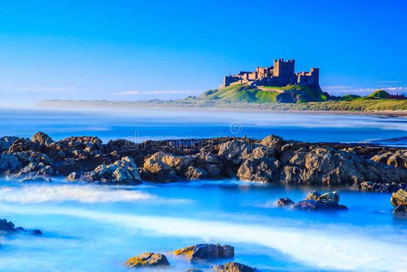 Castillo de Bamburgh, costa este del norte de Inglaterra imagen de archivo