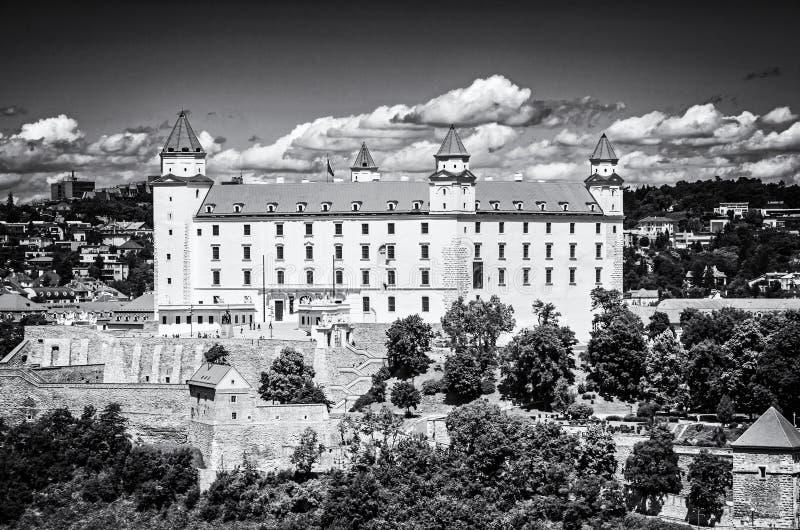 Castillo de Bratislava en el capital de Eslovaquia, descolorido foto de archivo libre de regalías