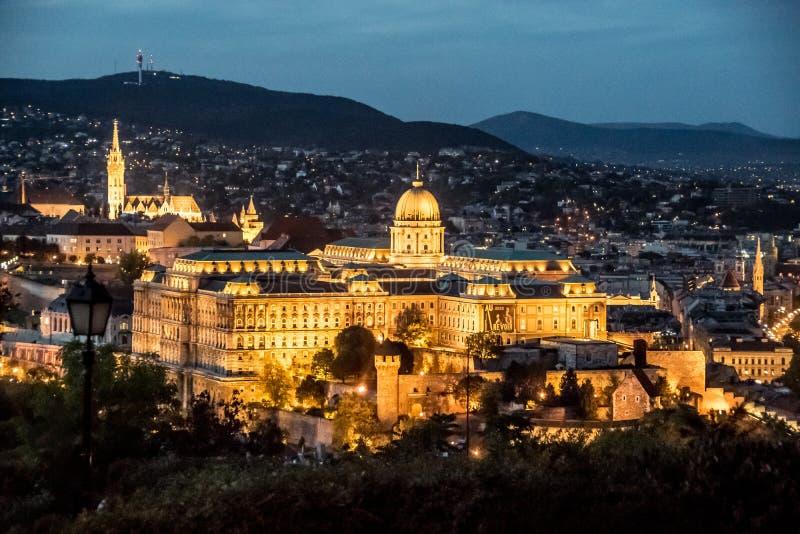 Castillo de Buda de noche - complejo palaciego de los reyes húngaros foto de archivo libre de regalías