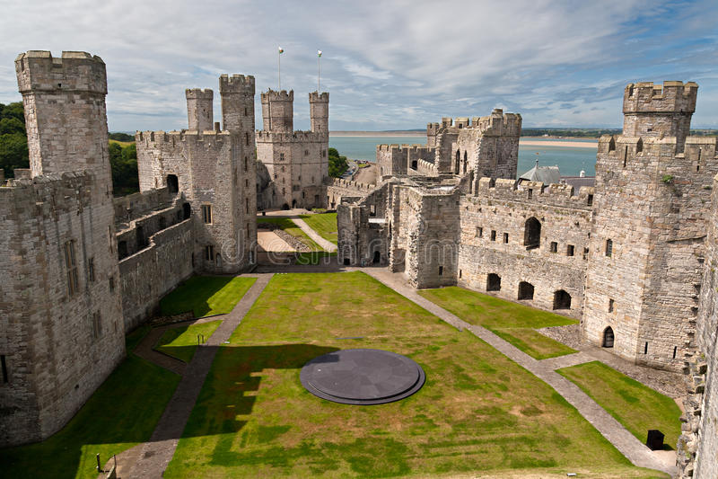 Castillo de Caernarfon en Snowdonia, imágenes de archivo libres de regalías