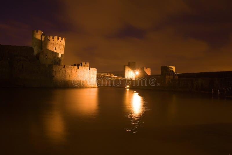 Castillo de Carephilly en el evenlight foto de archivo libre de regalías