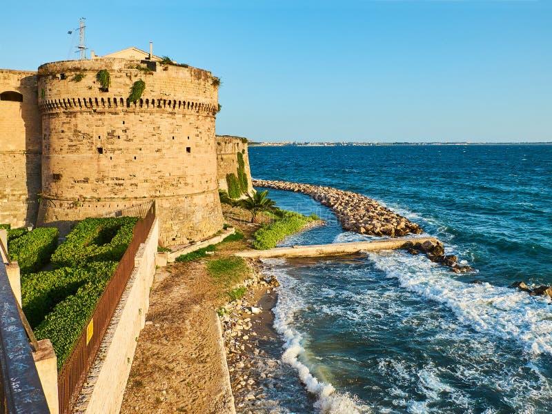 Download Castillo De Castello Aragonese De Taranto Apulia, Italia Imagen de archivo - Imagen de paisaje, fortalecimiento: 100535653