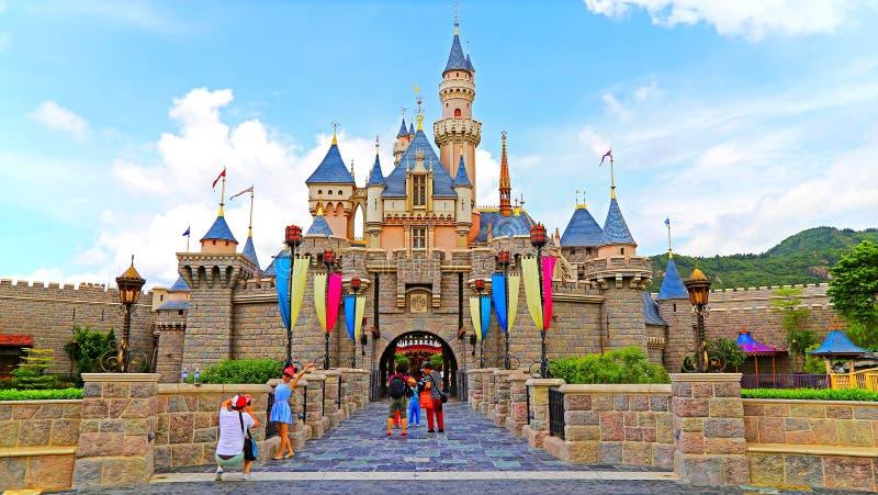 Castillo de Cinderella en Disneylandya Hong-Kong imágenes de archivo libres de regalías
