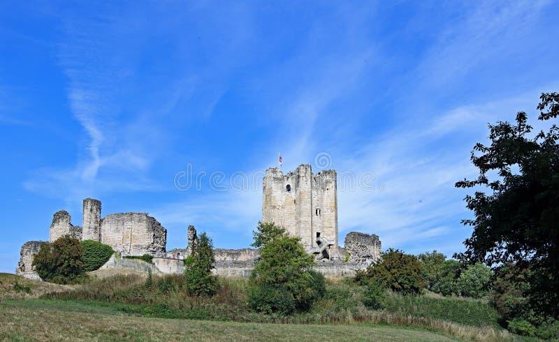 Castillo de Conisbrough en el primer día de otoño fotografía de archivo