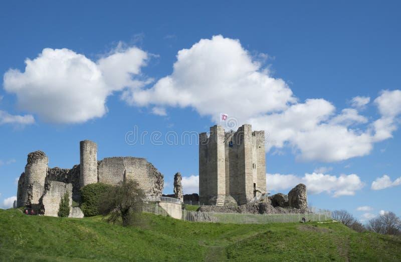Castillo de Conisbrough, Conisbrough, South Yorkshire, Reino Unido 17 de abril de 2016 el castillo medieval que se coloca entre R fotografía de archivo