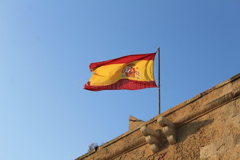 Castillo de coronación de la fortaleza de la bandera española imagen de archivo