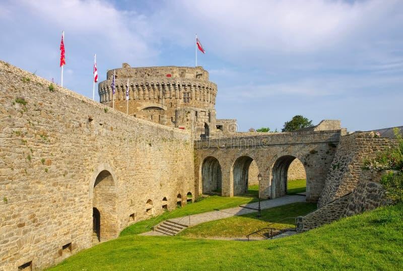 Castillo de Dinan en Bretaña fotografía de archivo