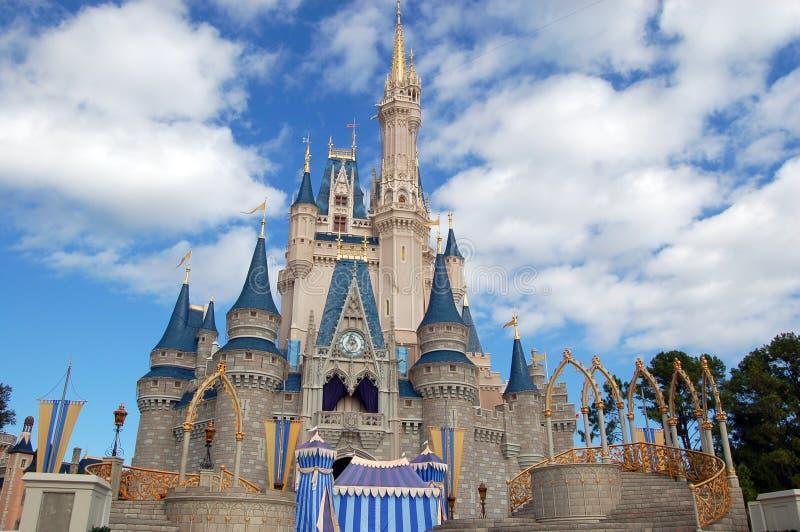 Castillo de Disney Cinderella en el reino mágico imagen de archivo