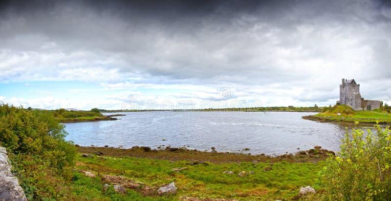Castillo de Dunguaire. Irlanda imagen de archivo libre de regalías