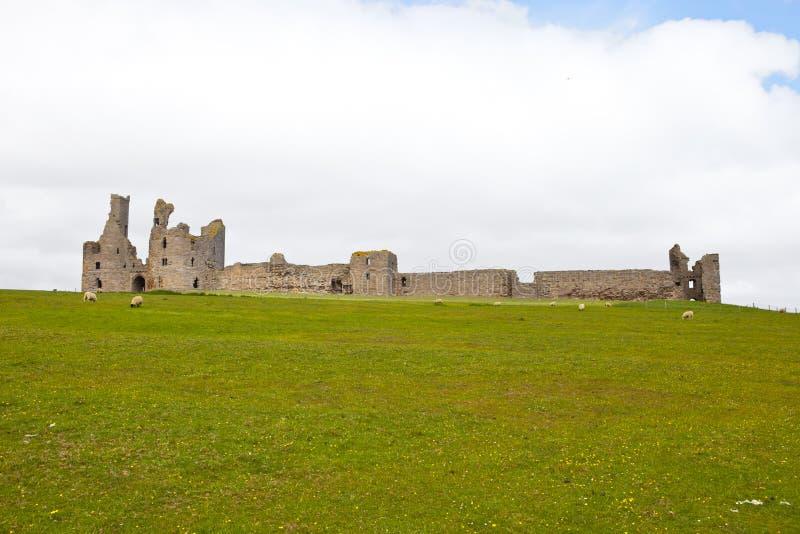Castillo de Dunstanburgh imágenes de archivo libres de regalías