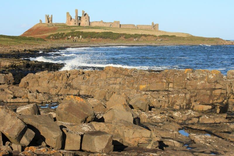 Castillo de Dunstanburgh imagen de archivo libre de regalías
