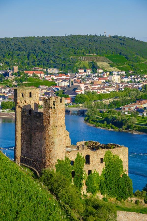 Castillo de Ehrenfels, Burg Ehrenfels en el río Rhine cerca de Ruedesheim y Bingen Rhin, Hesse, Alemania imagen de archivo