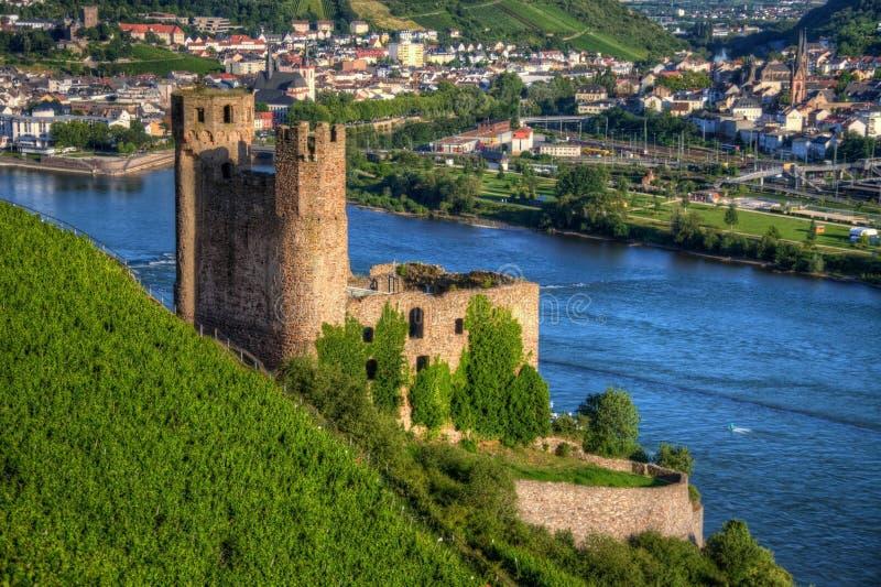 Castillo de Ehrenfels, Burg Ehrenfels en el río Rhine cerca de Ruedesheim y Bingen Rhin, Hesse, Alemania fotos de archivo