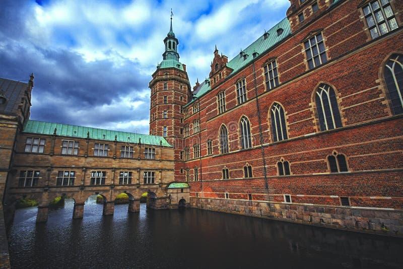 Castillo de Frederiksborg en Hilleroed, que era una residencia real para rey Christian IV, Dinamarca imagen de archivo libre de regalías