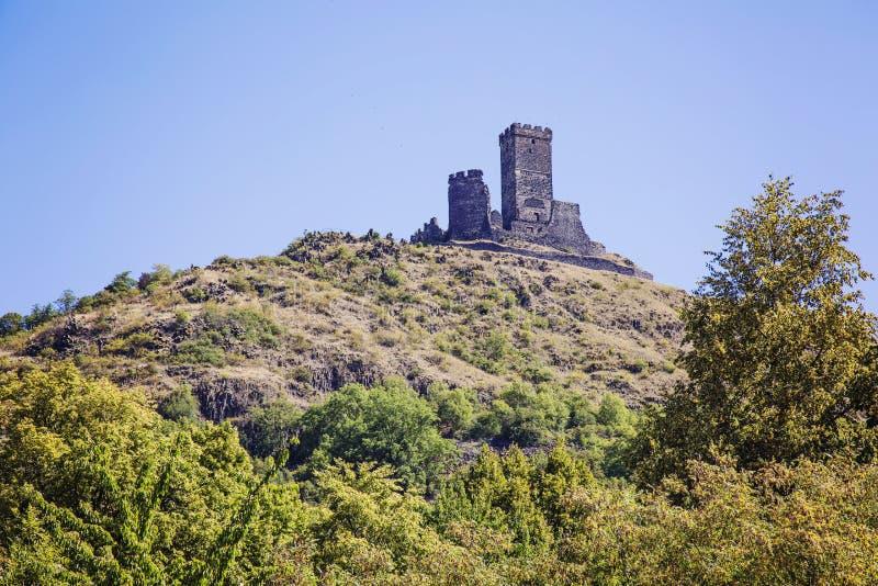 Castillo de Hazmburk en montañas centrales bohemias foto de archivo