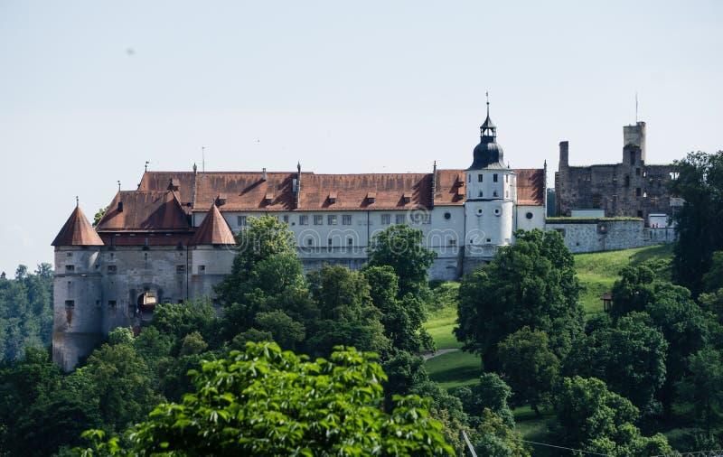 Castillo de Hellenstein en Heidenheim un der Brenz en el cielo azul imagen de archivo