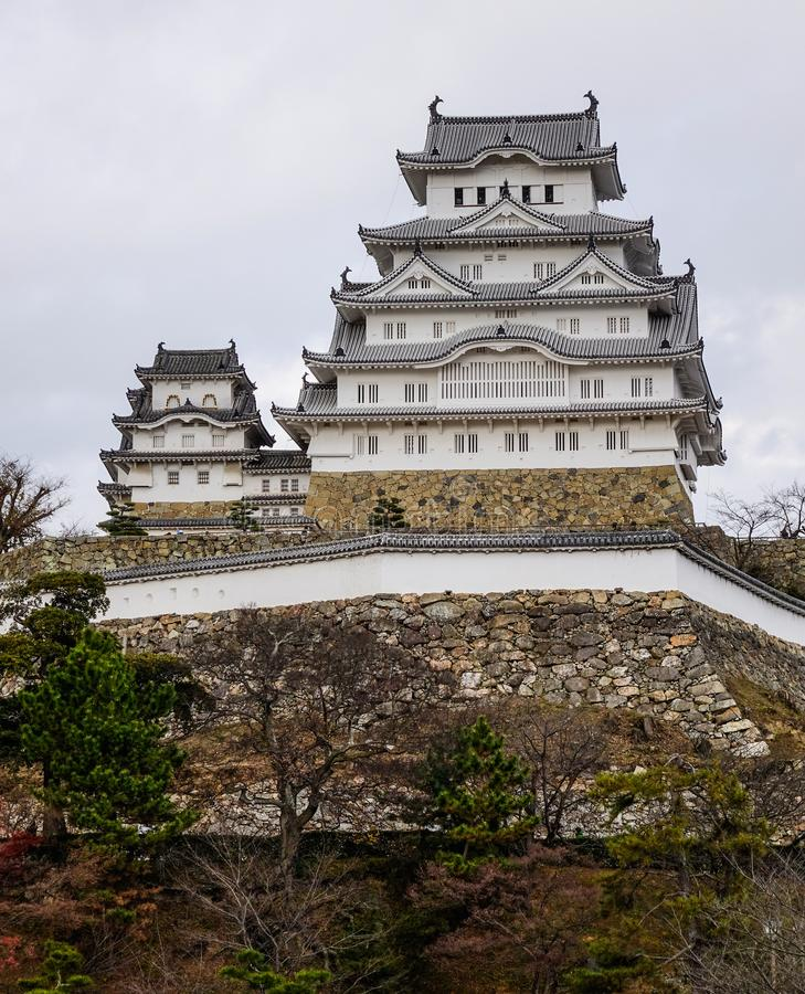 Castillo de Himeji en d?a lluvioso imagen de archivo libre de regalías