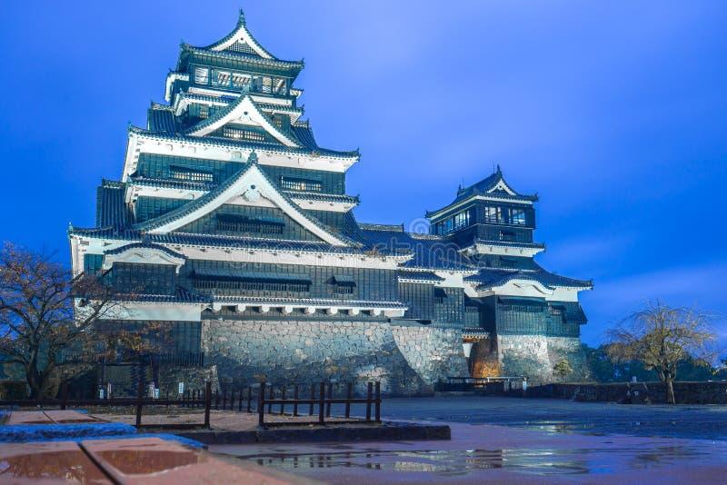 Castillo de Kumamoto en la noche en Chuoku, Kumamoto, Japón fotos de archivo