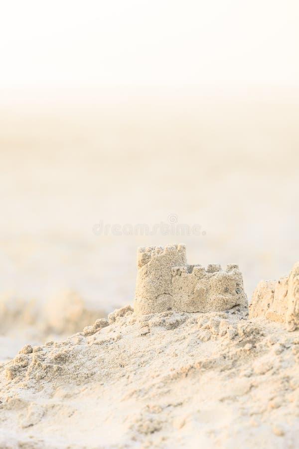 Castillo de la arena en la luz de la tarde foto de archivo libre de regalías