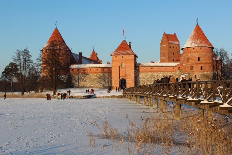 Castillo de la isla de Trakai en invierno fotografía de archivo