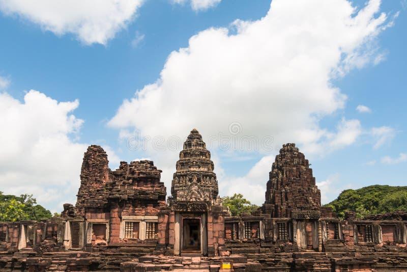 Castillo de la roca de Prasat Hin en el parque histórico Nakonratchasima de Phimai foto de archivo libre de regalías