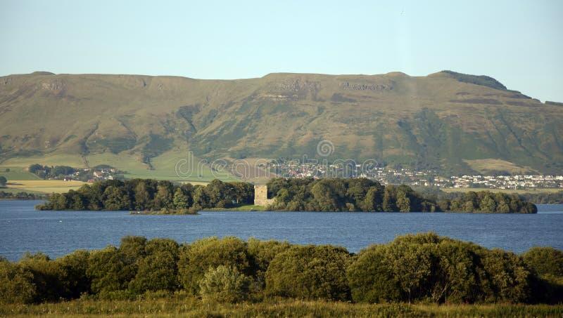 Castillo de Leven del lago imagenes de archivo